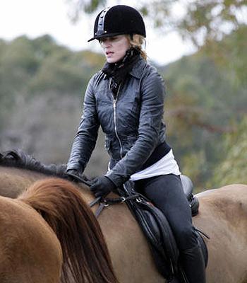 madonna_montando_cavalo